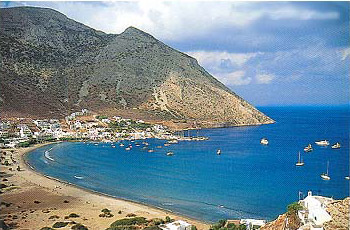 View of the most known beach of the island, Platis Gialos